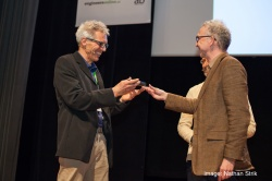 Bram Moens van M5 ontvangt de prijs voor Ontwerper van het jaar 2016 van het tijdschrift